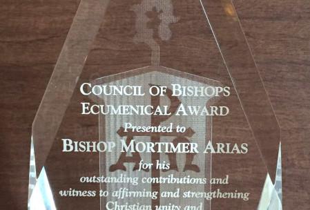 Obsequio en Reconocimiento al Pastor Mortimer Arias