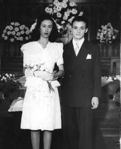 Mario Benedetti y Liropeya Luz López Alegre en la Iglesia Metodista Central, contrayendo matrimonio, que duraría 6 décadas.