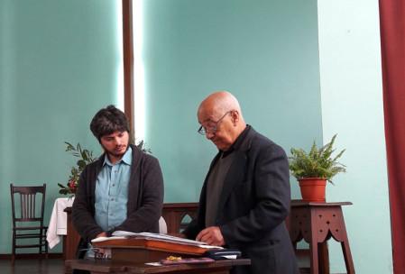 Recibiendo a Nicolás Iglesias como miembro en plena comunión